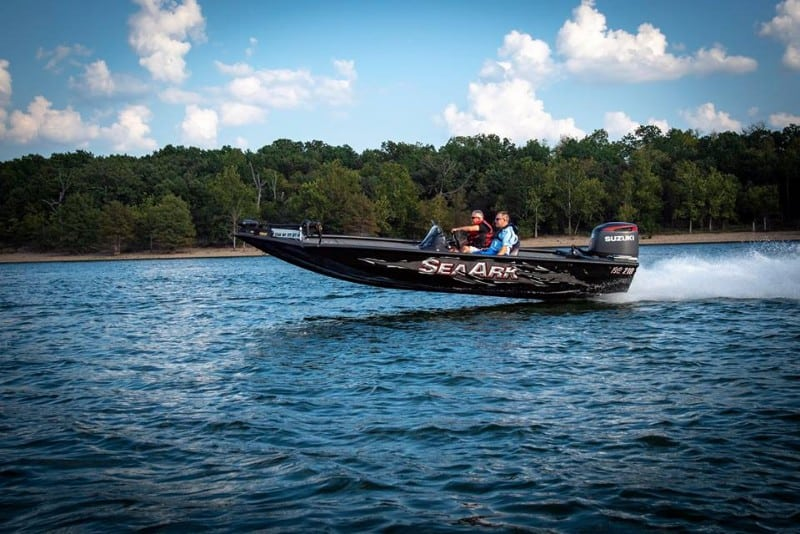 How Much Does A Bass Boat Weigh? With 19 Examples 3