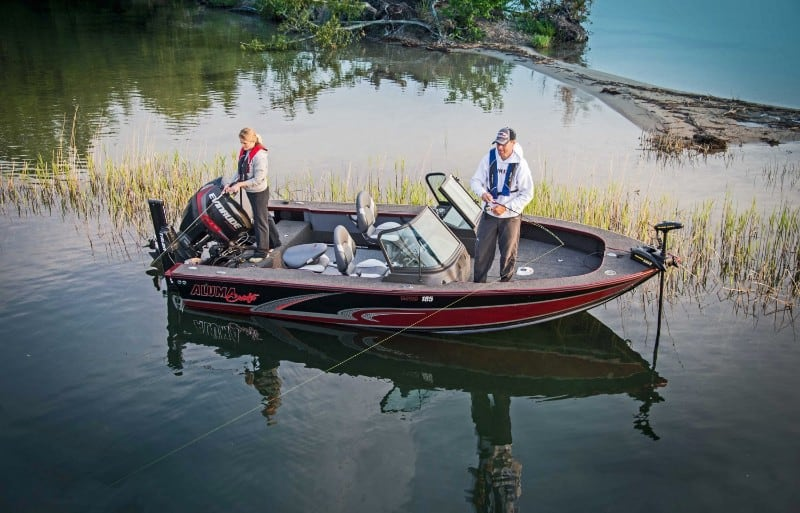 How Much Does A Bass Boat Weigh? With 19 Examples 18