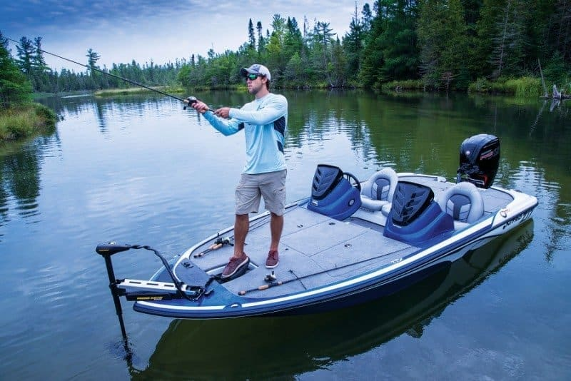 How Much Does A Bass Boat Weigh? With 19 Examples 2