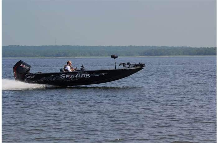 How Much Does A Bass Boat Weigh? With 19 Examples 19