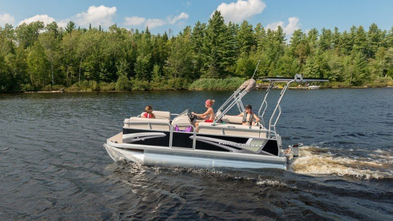Guide to Pontoon Boats Plus 9 Of The Best 6