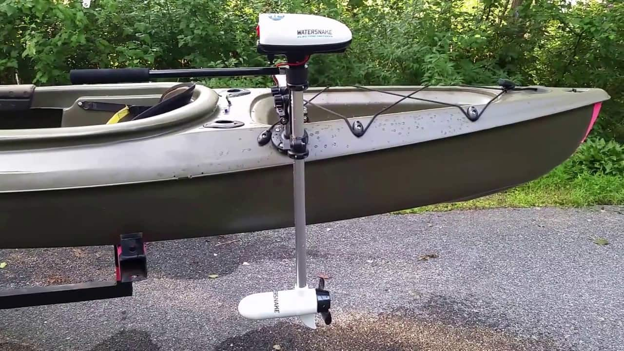 How to Fit a Canoe With an Outboard?